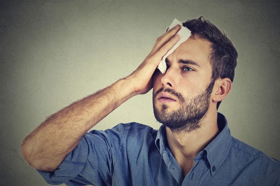 Холодный пот и рвота: симптомы, причины, лечение