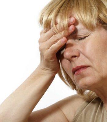 Что делать, если кружится голова у женщины при климаксе
