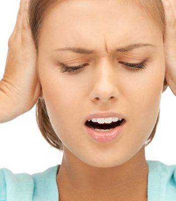 Почему часто кружится голова и шум в ушах